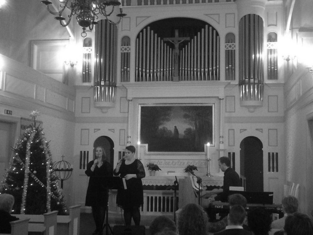 søstrene trøen konsert kirken 16 bw